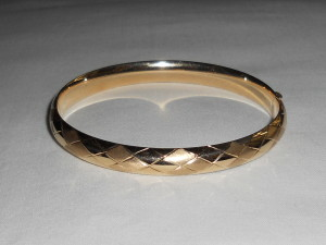 Scale pattern, bangle bracelet